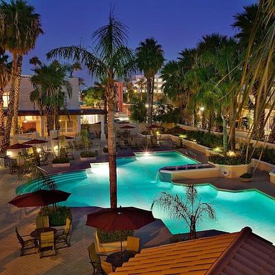 Crowne-Plaza-Resort-Pool-Square